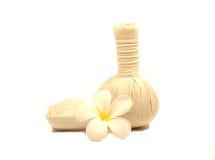Bolas de la compresa del masaje del balneario, bola herbaria aislada Foto de archivo libre de regalías