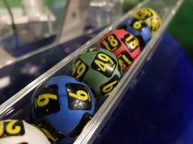Bolas de la lotería durante la extracción Foto de archivo libre de regalías