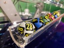 Bolas de la lotería durante la extracción Imagen de archivo