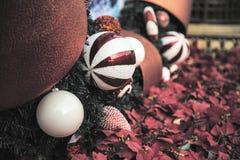 Bolas de la Navidad blanca Imágenes de archivo libres de regalías