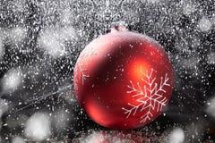 Bolas de la Navidad con la decoración Imágenes de archivo libres de regalías