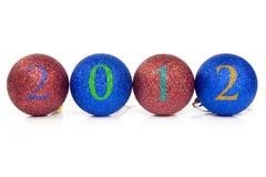 Bolas de la Navidad con la fecha 2012. Fotografía de archivo