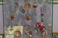 Bolas de la Navidad con las imágenes dentro Imágenes de archivo libres de regalías