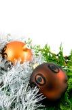 Bolas de la Navidad con las ramificaciones y la cinta Fotografía de archivo