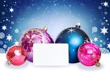 Bolas de la Navidad, copos de nieve y tarjeta blanca Imagen de archivo