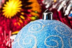 Bolas de la Navidad del azul y del oro Fotos de archivo