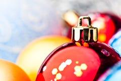 Bolas de la Navidad del azul y del oro Foto de archivo libre de regalías
