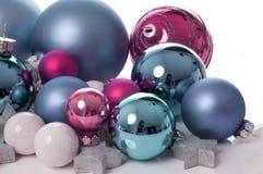 Bolas de la Navidad del color de rosa y del aqua Foto de archivo
