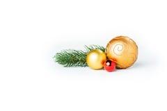 Bolas de la Navidad del oro en blanco Fotografía de archivo