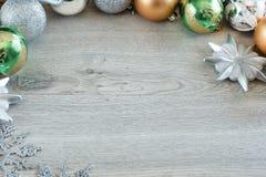 Bolas de la Navidad en el árbol de navidad Imagenes de archivo