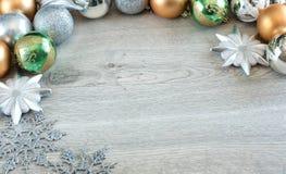 Bolas de la Navidad en el árbol de navidad Foto de archivo