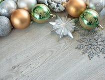 Bolas de la Navidad en el árbol de navidad Imágenes de archivo libres de regalías