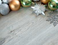 Bolas de la Navidad en el árbol de navidad Foto de archivo libre de regalías