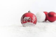 Bolas de la Navidad en el fondo blanco Fotos de archivo