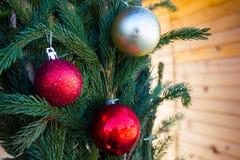 Bolas de la Navidad en el fondo del abeto Fotografía de archivo libre de regalías