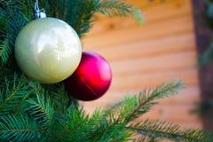 Bolas de la Navidad en el fondo del abeto Fotografía de archivo