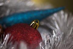 Bolas de la Navidad en fondo brillante Fotos de archivo libres de regalías