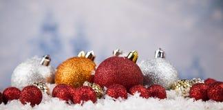 Bolas de la Navidad en fondo brillante Foto de archivo libre de regalías