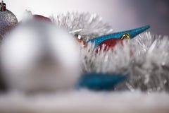 Bolas de la Navidad en fondo brillante Fotografía de archivo
