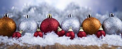 Bolas de la Navidad en fondo brillante Fotos de archivo