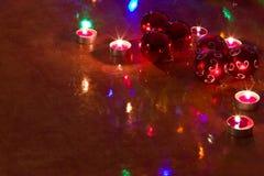 Bolas de la Navidad en la tabla Fotografía de archivo libre de regalías