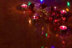Bolas de la Navidad en la tabla Imagen de archivo