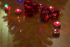 Bolas de la Navidad en la tabla Imagenes de archivo