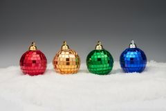 Bolas de la Navidad en nieve Imagen de archivo libre de regalías