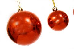Bolas de la Navidad en un CCB blanco Foto de archivo