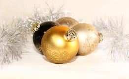 Bolas de la Navidad en un grupo foto de archivo