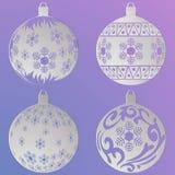 Bolas de la Navidad fijadas con copos de nieve y rizos, cortados del papel stock de ilustración