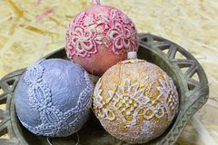 Bolas de la Navidad hechas a mano Foto de archivo libre de regalías