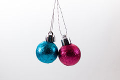 Bolas de la Navidad que cuelgan en aire Foto de archivo libre de regalías