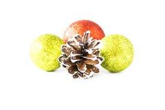 Bolas de la Navidad y conos del pino imagen de archivo