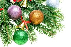 Bolas de la Navidad y ramificaciones del abeto con las decoraciones imagen de archivo