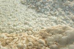 Bolas de la nieve del hielo en el lago Michigan imagen de archivo