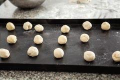 Bolas de la pasta de las pastas en Tray At Commercial Kitchen Imagen de archivo libre de regalías