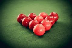 Bolas de la tabla de billar y del billar en la tabla Fotografía de archivo libre de regalías