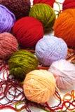 Bolas de lana en un fondo blanco Imagen de archivo libre de regalías