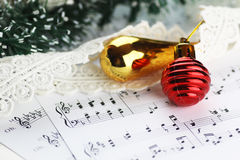 Bolas de las notas y de la Navidad Foto de archivo