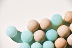 Bolas de mármol en blanco imagenes de archivo