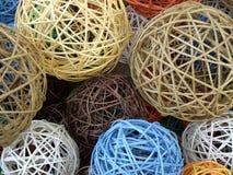 Bolas de madeira decorativas Imagens de Stock