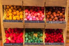 Bolas de madeira scented exóticas para a venda em França Fotos de Stock Royalty Free