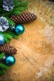 Bolas de madera de la Navidad del pino spruce del árbol de navidad Fotos de archivo libres de regalías