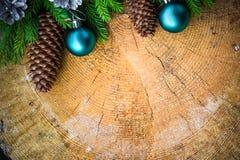 Bolas de madera de la Navidad del pino spruce del árbol de navidad Imagen de archivo libre de regalías
