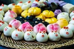 Bolas de masa hervida cocidas al vapor tradicionales chinas Foto de archivo