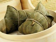 Bolas de masa hervida de bambú de la hoja Fotos de archivo