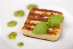 Bolas de masa hervida de la patata con Pesto Imágenes de archivo libres de regalías