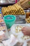 Bolas de masa hervida en un mercado Imagen de archivo