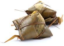Bolas de masa hervida envueltas tradicionales del arroz Imagenes de archivo